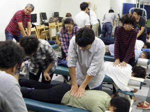 実技練習風景/日本カイロプラクティック医学協会