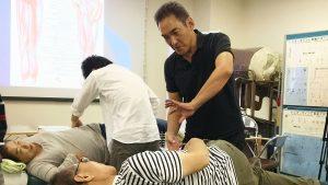 体幹の捻転の動作テスト